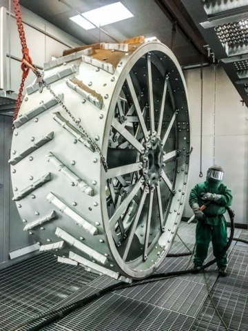 Blasting wheel with steel shot